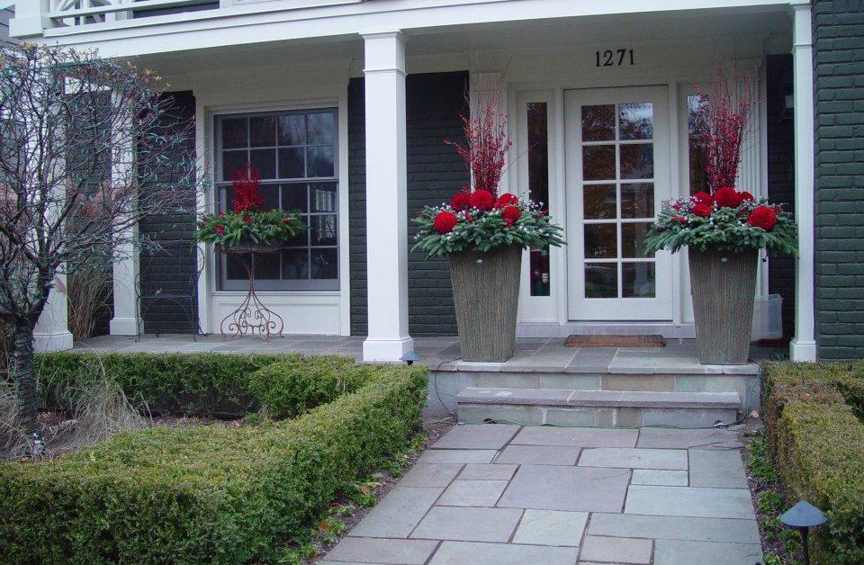 Как украсить вход в свой дом?